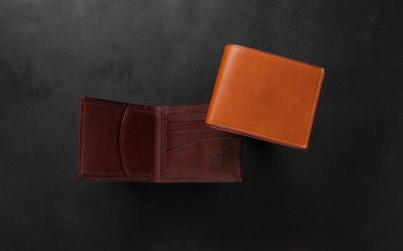 ミネルバ・リスシオ 二つ折り財布